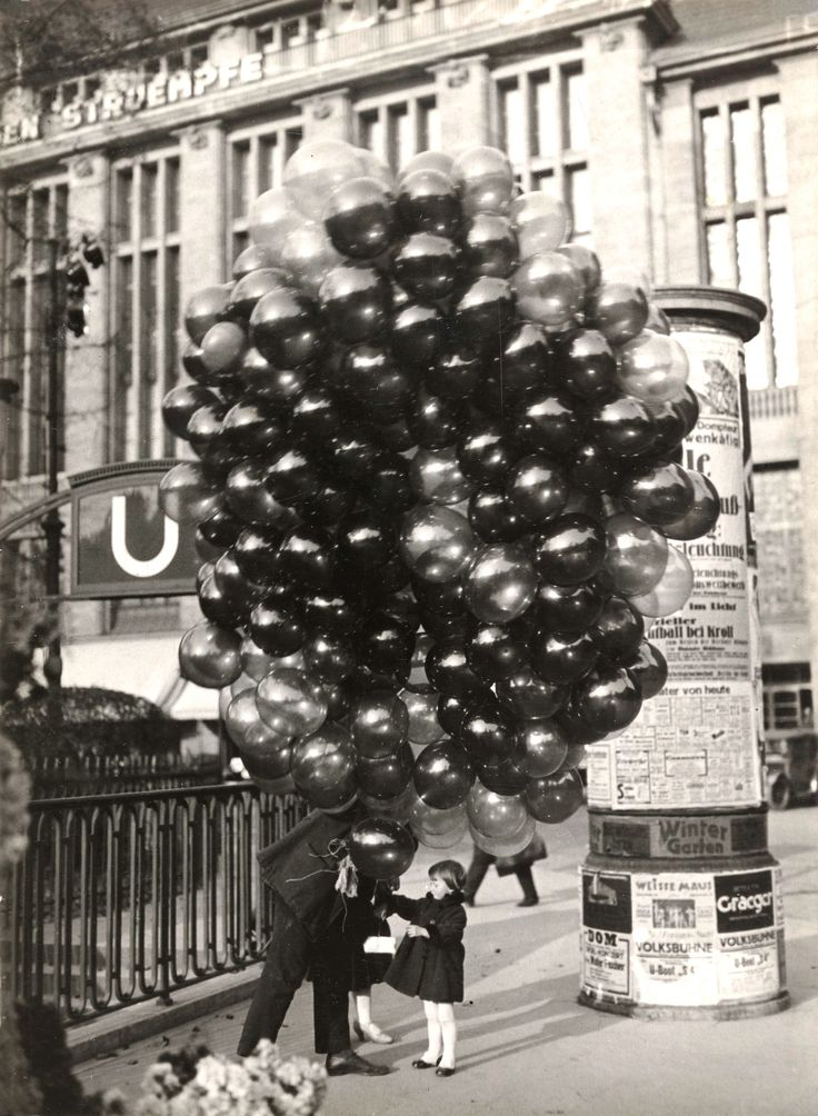 Buying a balloon, Berlin Retronaut | Retronaut - See the past like you wouldn't believe.