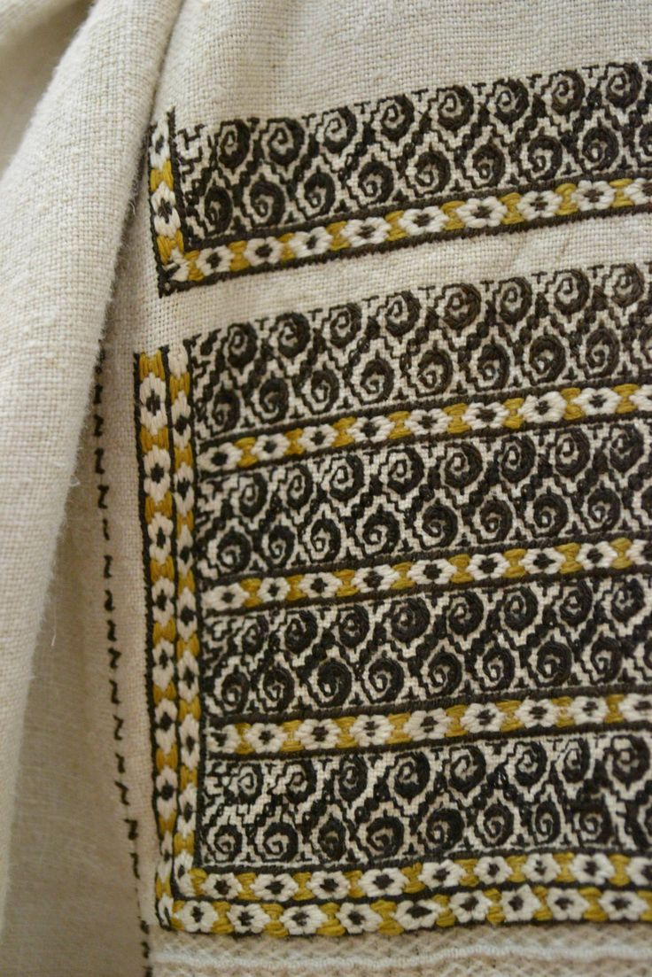 Romanian blouse - detail.