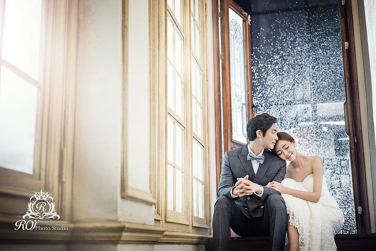 Pre wedding photo by Roi studio. We have several sets that can have different kinds of pictures. Please visit www.roistudio.co.kr to learn more. #Roistudio #prewedding #Koreawedding #Gangnamwedding