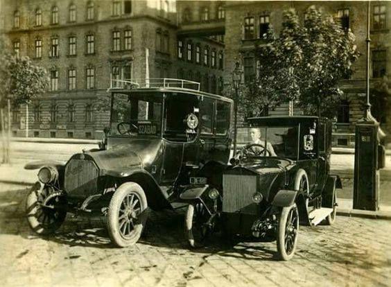 1923_Taxik a Keleti Pályaudvar előtt