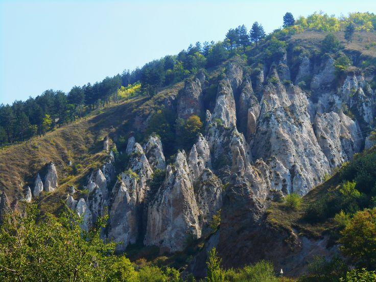 Армения, скалы ущелья Гндеванк