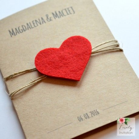 Zaproszenie ślubne ekologiczne z sercem z filcu jest pięknym zaproszenie na ślub…