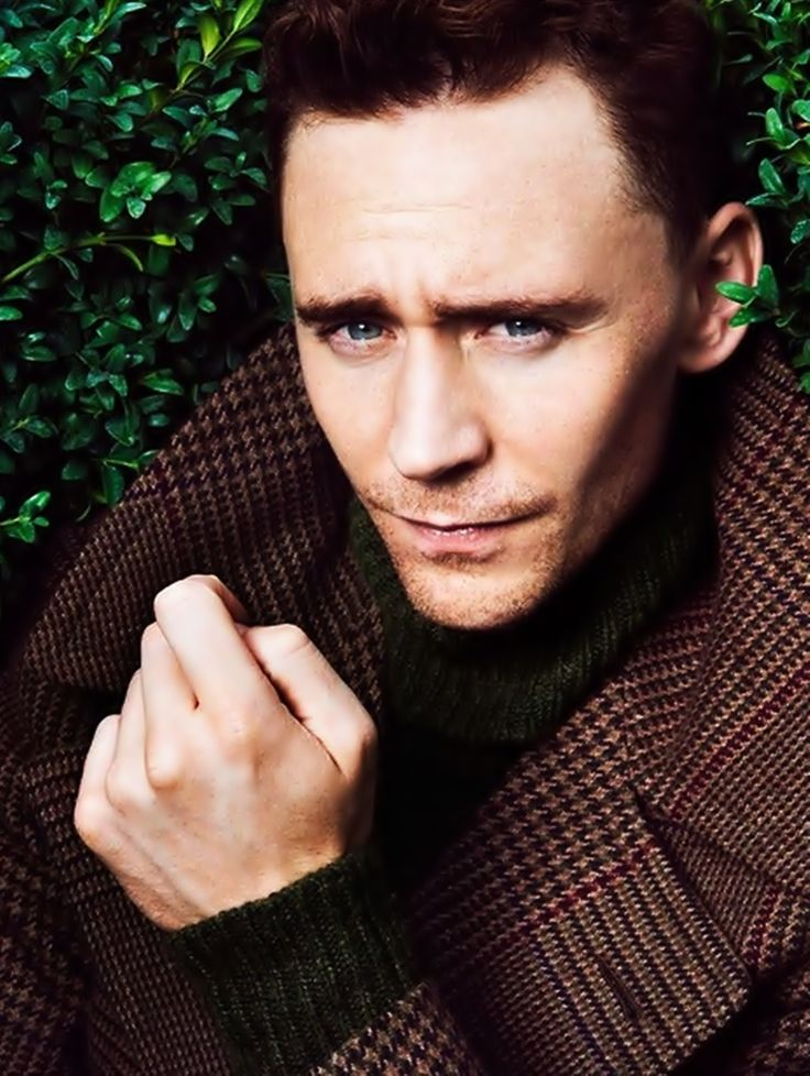 Tom Hiddleston, are you real life? Ugh, him...the coat...it's wonderful.