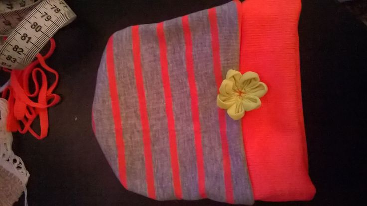 So, I'm working on a hoodie for myself these days and today (ahem...tonight) everything kept going wrong, the sewing machine was acting up and I kept making all kinds of dumb mistakes (like sewing the cuff on the outside of the sleeve etc) so I decided to take a little break and do something simple instead. This is the result! A summer hat for my little niece :) It's made of some of those little fabric pieces you end up with when you are really bad at planning and placing your pattern :)