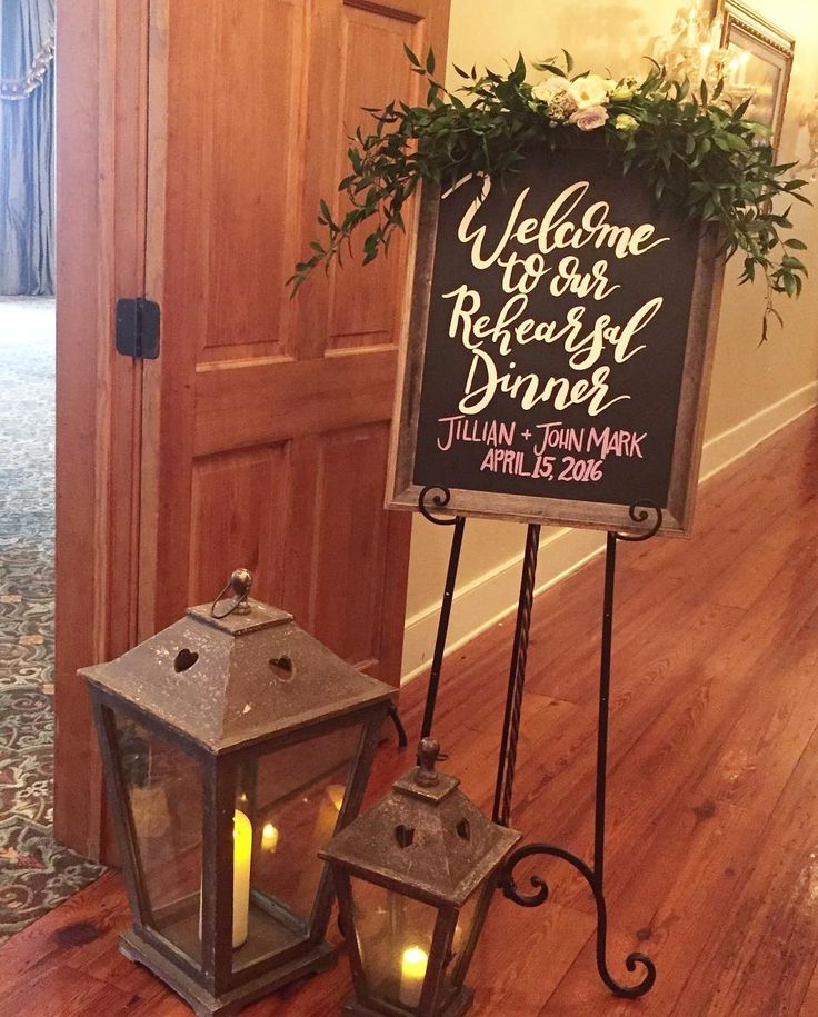 @annaclairewelch created a beautiful welcome sign for Jillian and John Mark's rehearsal dinner!! @theplantationflorist @nottowayplantation @jillianbosley #everydayisaholliday2016 #rehearsaldinner #welcomesign