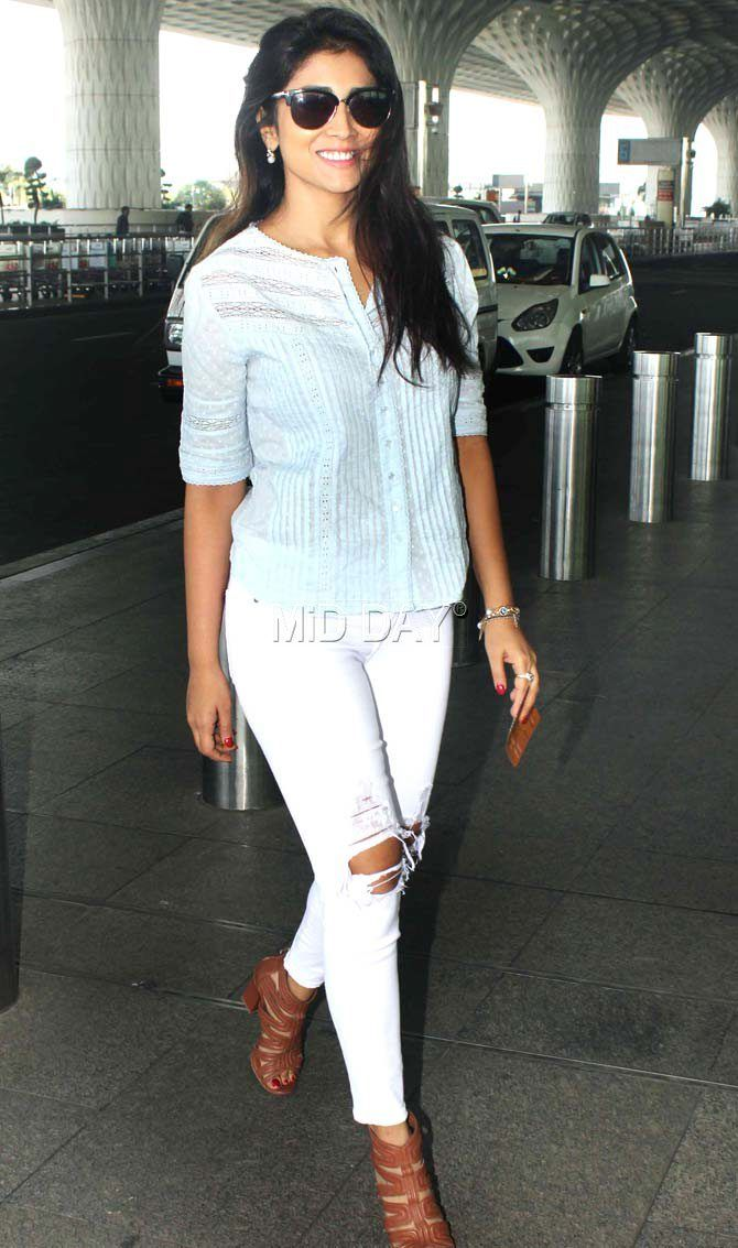 Shriya Saran at Mumbai airport. #Bollywood #Fashion #Style #Beauty #Hot #Sexy