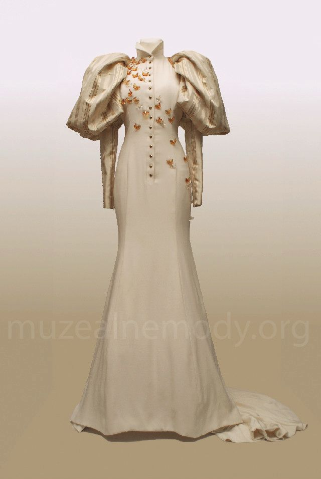 JULIEN FOURNIÉ for TORRENTE Wedding couture gown, 2004 silk, decorated with Lalique butterflies and cord with big tassels (back)