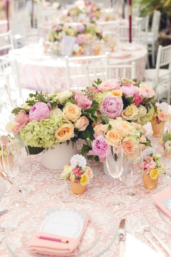 La Tavola Fine Linen Rental: Venice Lace White over Nuovo Peach with Nuovo Peach Napkins | Photography: Melody Melikian Photography, Event Design & Coordination: Fancy That! Events, Florals: Tic-Tock Couture Florals