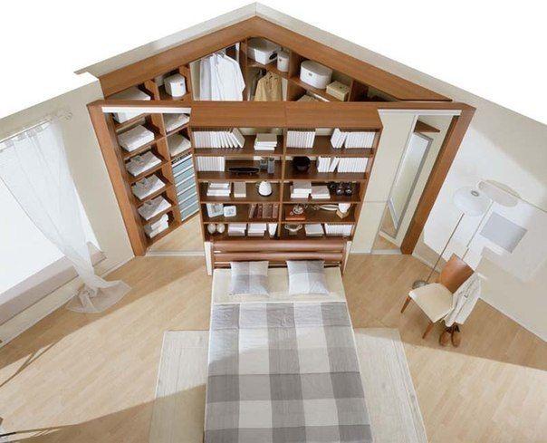 Угловая гардеробная комната. Раздвижные двери открываются внутрь шкафа / Удивительное искусство