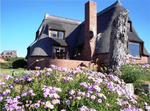 Bosbokduin Cottages - Bosbokduin Cottages is situated in the seaside village of Stilbaai and consists of three fully equipped, self-catering houses.Each house has three bedrooms furnished with single or king-size beds.  One ... #weekendgetaways #stilbaai #gardenroute #southafrica