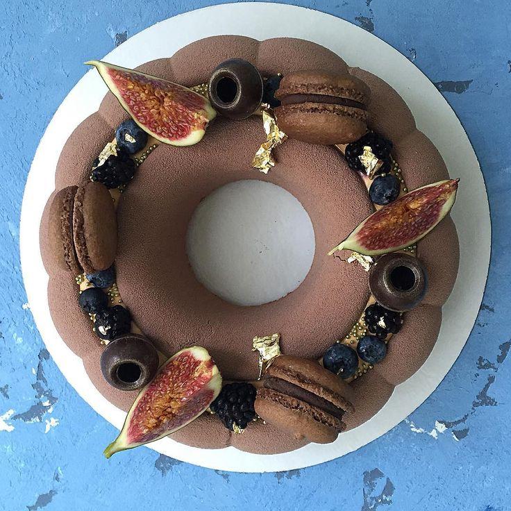 "Polubienia: 466, komentarze: 5 – ⠀⠀⠀⠀ ⠀ТОРТ НА ЗАКАЗ САМАРА (@tini_cakes_samara) na Instagramie: ""торт.вид сверху. внутри классика-манго/маракуйя/молочный шоколад💥  ко дню воспитателя на сегодня…"""