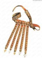 Cingulum, cinturone vestito dai legionari romani nel I secolo d.C. a cui veniva appeso il fodero del pugnale (pugio). Il cingulum differiva dalle altre cinture soprattutto per essere dotato di una cortina di strisce in cuoio in numero variabile (4-6) pendenti dalla parte anteriore. Sia la cinta che le strisce anteriori erano ricoperte di placche in bronzo o stagno di varia foggia. Questo cingulum è realizzato in cuoio ricoperto da placche in metallo con figure geometriche in rilievo.