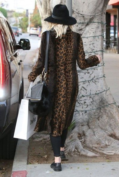 Ashlee Simpson Photos Photos - Pregnant Ashlee Simpson and husband Evan Ross out shopping at OnePiece in West Hollywood, California on January 8, 2015. The couple who are expecting their first child together bought a couple of onesies to wear around the house. - Pregnant Ashlee Simpson & Evan Ross Shopping In West Hollywood