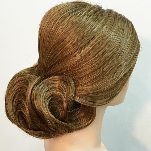 Вот какие прически мы отрабатываем на манекен головах , сегодня пролетел второй день ! И совсем скоро мастера начнут использовать эти работы в салонах красоты ._____________________________________________________This is what kind of hairstyles we practice on the doll heads, today the second day has passed ! And very soon the hairdressers will start using these works at the beauty salons.