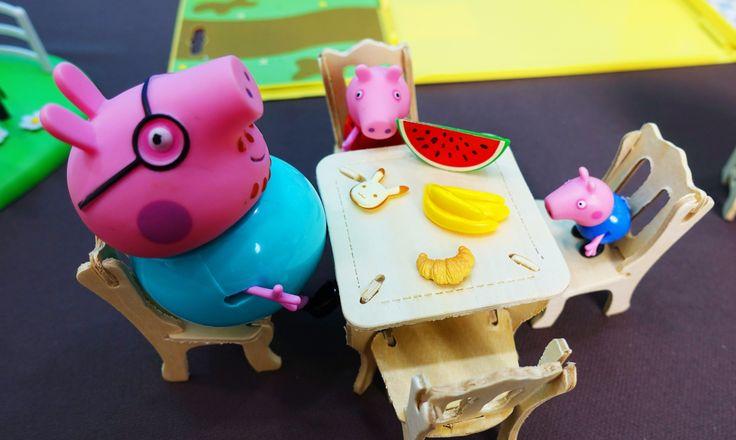 Peppa Pig in italiano. Papà Pig porta mobili da giardino. Peppa e George...