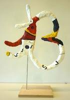 Arts visuels : fil de fer, papier et bande platrée / Miró