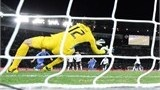 Brazil's Corinthians goalkeeper Cassio (C) catches the ball during their 2012 Club World Cup football final match against England's Chelsea in Yokohama on December 16, 2012. Copa Libertadores Champion Corinthians beat UEFA Champion Chelsea FC 1-0 .   AFP PHOTO / TOSHIFUMI KITAMURA