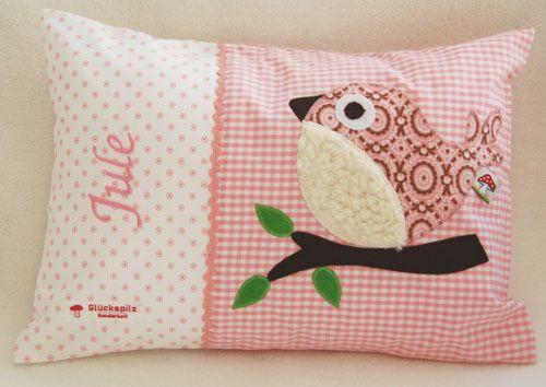 Namenskissen 25x35 mit Vogel auf rosa von Baby-Glueckspilz-Shop auf DaWanda.com