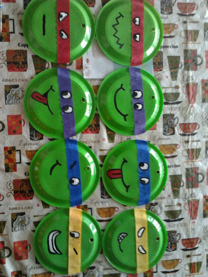 NINJA TURTLES BDAY DECORATIONS Large Plastic Plates Colored Crepe Paper Stencil Paint