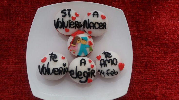 Con cupcake del gusto que prefieras escribe una frase que quieras expresar... aquí un lindo ejemplo.