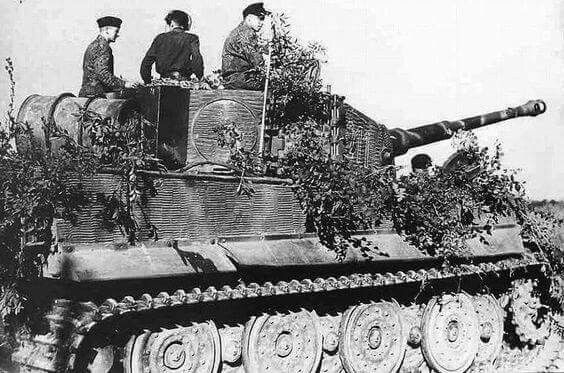 'Tiger' Ausf.H (Nº 211) of s.SS-Pz.Abt.102 near the River Orne in Normandy. 13 August 1944