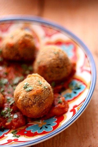 Boulettes de lentilles et tomates concassées