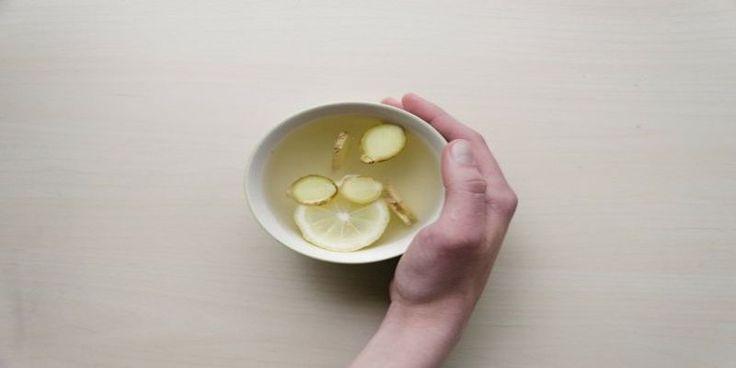 Udowodniono, że ten napój usuwa nadmiar wody, tłuszczu z organizmu, oczyszcza krew i całe ciało z toksyn!  W miarę upływu lat procesy w naszym organizmie spowalniają, gromadzą się w nim toksyny, najczęściejw jelitach, a co najgorsze
