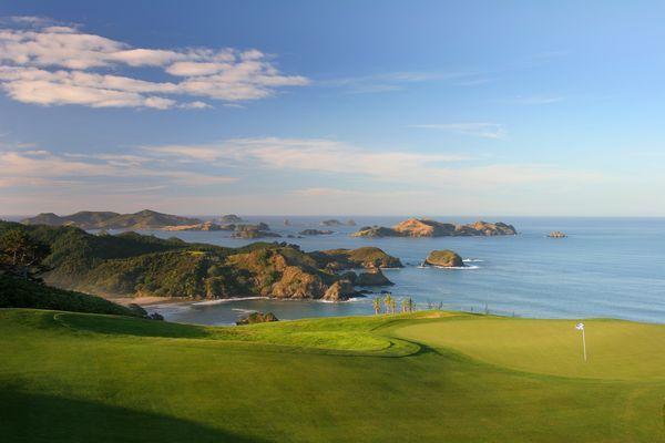 Si on doit reconnaître au golf un véritable avantage, ce n'est pas dans le domaine de la dépense physique qu'on cherchera à vous convaincre, mais sur les paysages qu'il est possible de traverser en y
