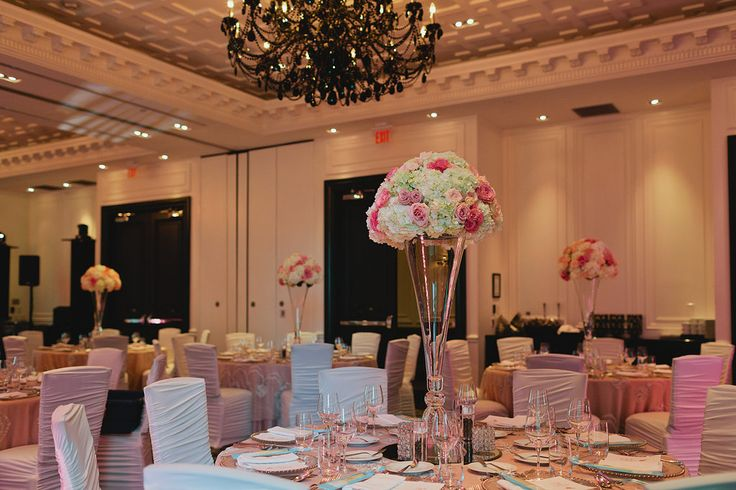 Centrepieces - Hydrangeas with pink and blush Roses http://www.fusion-events.ca/