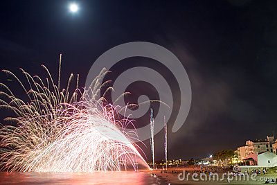 Download Fireworks Stock Photos for free or as low as 7.27 руб.. New users enjoy 60% OFF. 21,050,408 high-resolution stock photos and vector illustrations. Image: 34990593
