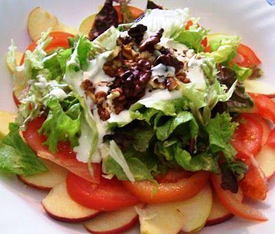 #Ensalada de manzanas, #nueces y salsa de yogur de @Encarni Sempere Richart Sempere Richart Linde #WaldorfSalad