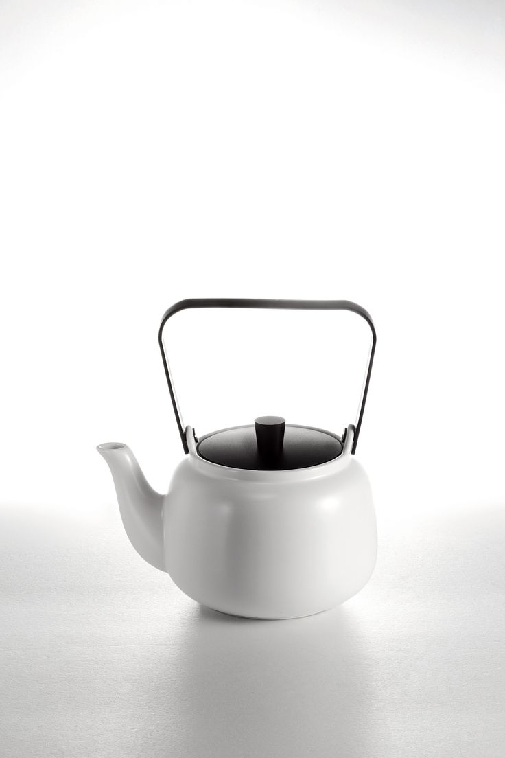 Fon Teapot, inspired by Teaism, its streamlined metal lid and handle in combination with the exquisite texture of snow white porcelain truthfully embody the spirit and essence of tea ceremony