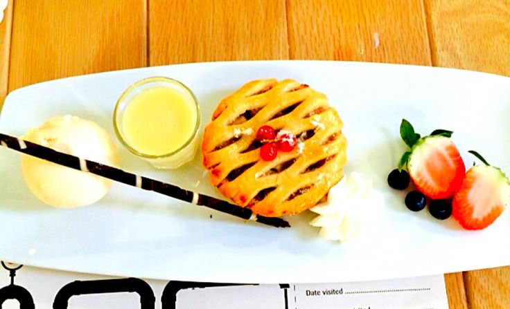 Apple tart with white chocolate and ice cream!