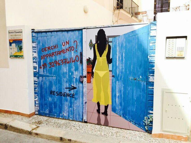 #creativi  a #Favignana : #ingresso  al #residence ... Prenota ora, abbiamo  ancora  appartamenti liberi!