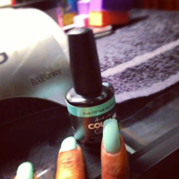 Rihanna shows off Artistic Colour Gloss manicure in Charming