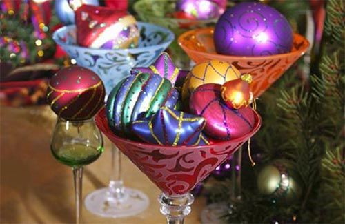 Decorating Christmas Table: Christmas Tables Centerpieces, Decor Ideas, Glasses, Christmas Tables Sets, Christmas Centerpieces, Holidays Decor, Christmas Decor, Christmas Tables Decor, Christmas Parties Decor