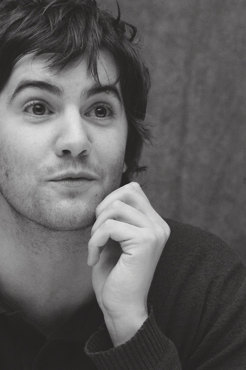 Uuuufffffffff <3 Jim Sturgess. Am I the only one who thinks he resembles Paul McCartney at least a little??