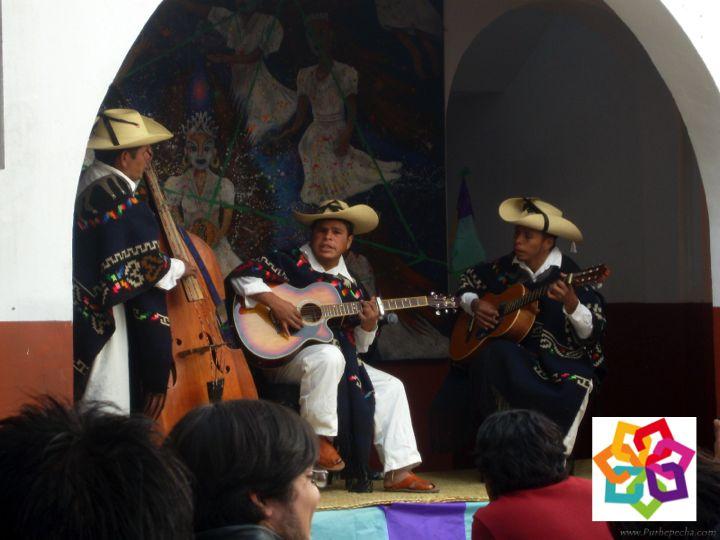 MICHOACÁN MÁGICO TE DICE ¿Por qué es famoso Paracho Michoacán? Es una población prehispánica y se constituyó en República de Indias a la llegada de los españoles. Este lugar es famoso por la fabricación de guitarras que lo ha hecho convertirse en el lugar más famoso dónde se fabrican guitarras en el mundo y que es además su principal fuente de ingresos. http://www.hoteldelfinplayaazul.com/portal