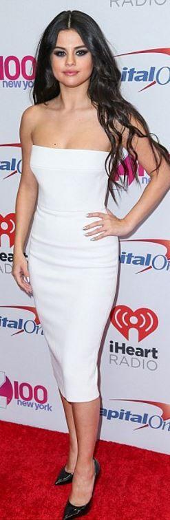 Who Made Selena Gomezs White Strapless