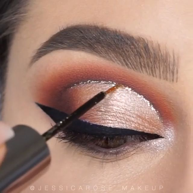 eyeshadow looks step by step cut crease Makeup tutorials like this one literally give me goose bumps Simply perfect Maquillage Cut Crease, Maquillage Black, Eye Makeup Cut Crease, Smokey Eye Makeup, Cut Crease Hooded Eyes, Smoky Eye, Makeup Eye Looks, Eye Makeup Steps, Eyeshadow Looks
