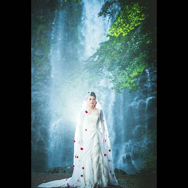 【enishipantaro】さんのInstagramをピンしています。 《良かったらフォローしてね 『waterfall』 modelは!まだ10代 写真は合成ちがうよ  model aira cherika hairset memi hasegawa  View of the  world of #Disney  #前撮り #結婚写真#大阪 #Wedding #格安 #おすすめ #カメラマン #photograph #follow #tagsforlikes #フォロー #いいね  #beautiful #海 #model #作品撮影 #カメラマン #photography #ブライダル#ThankYou#LOVE#♥#🐼》