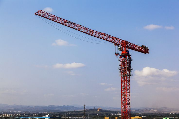 Luffing cranes: safe and effective  Mumbai-based Everest Engineering Equipment Pvt Ltd has emerged as one of the key players in tower cranes segment. The company is specialised in offering project solutions related to tower cranes and passenger hoists for applications like power plants, cement plants, steel plants, dams, high-rise buildings etc. Read more here: http://ow.ly/Yk14306XwN1