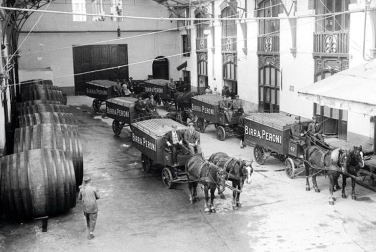 Roma, 1910, lo Stabilimento della Birra Peroni in via Nizza, ora Museo dell'Arte Contemporanea.