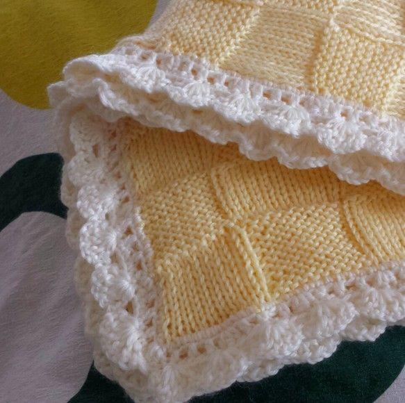 友人の出産祝いに編んだベビー用ブランケット。普段は使わない色使いで編んでて楽しかったです。単調な模様を編み続けるのは苦手ですが完成形を思い浮かべながら編むとわ...|ハンドメイド、手作り、手仕事品の通販・販売・購入ならCreema。