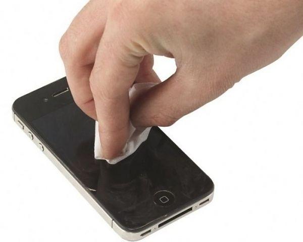 Как убрать царапины с пленки телефона