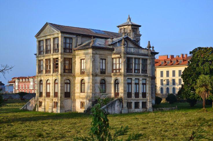 Con I de Indiano. Villa Parres o Palacio de Partarríu. Llanes. Casa de la película El Orfanato. Asturias