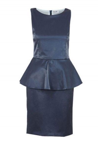 Rochie albastra peplum din satin model D1632 Rochie peplum fara maneci; are decolteu barcuta; se inchide cu fermoar ascuns pe mijloc spate; slit petrecut la spate; compozitia: 100% poliester; lungime: 98 cm