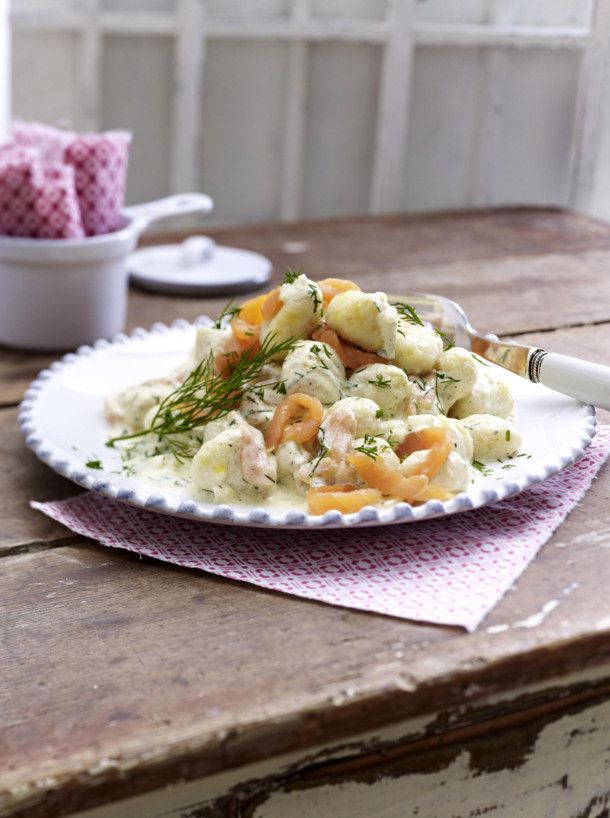 Unser beliebtes Rezept für Gnocchi in cremiger Räucherlachssoße und mehr als 55.000 weitere kostenlose Rezepte auf LECKER.de.