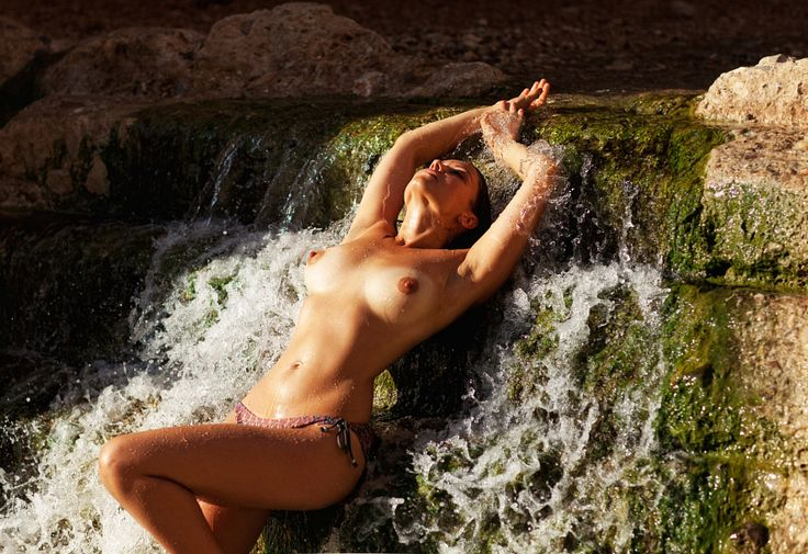 Nude webcam shows
