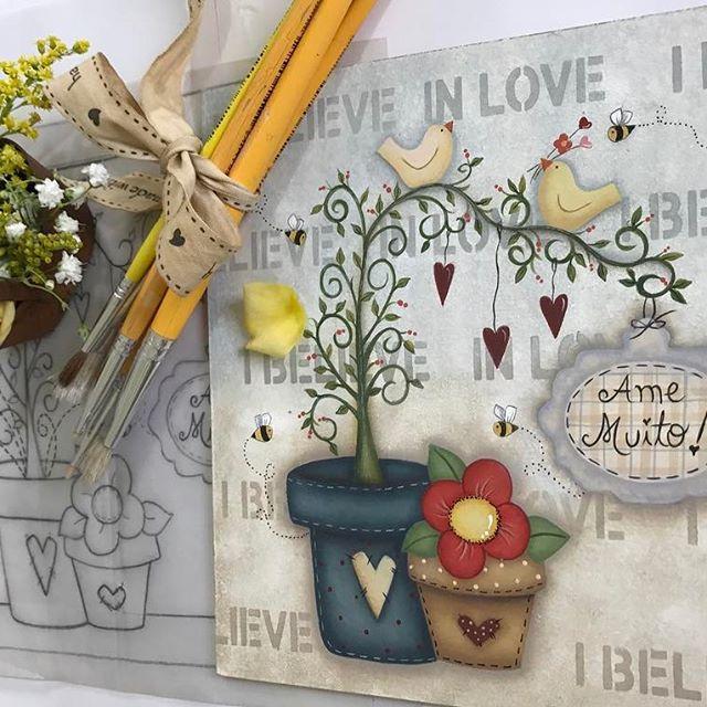 Olá Gente Bonitaaaaaa! Mais um tesouro! Vamos começar nossa semana apostando muito no amor?❤️ logo logo vou disponibilizar para imprimir! Beijinhos no❤ #pinturacountry #feitopormim #madeira #decoration